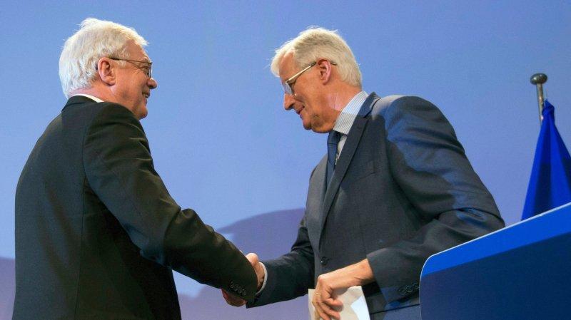 Michel Barnier (à droite), négociateur en chef de l'Union européenne pour le Brexit, et David Davis, son homologue britannique, ont achevé leur cinquième cycle de négociations sur la sortie du Royaume-Uni de l'UE.