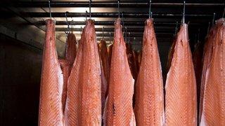 Au Vallon, on fume du saumon