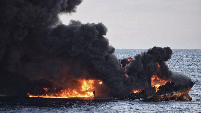 Mer de Chine: la marée noire provoquée par le naufrage d'un pétrolier iranien a triplé en 4 jours