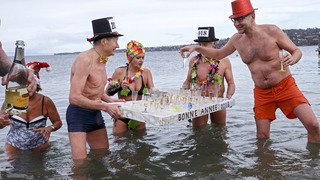 Traditionnelle baignade du Nouvel an à Genève