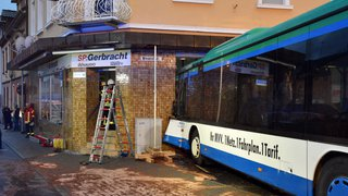 Allemagne: le bus scolaire s'encastre dans un magasin d'Eberbach, 49 blessés