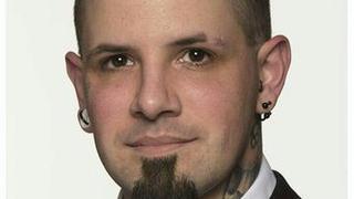 Le président des Jeunes UDC neuchâtelois démissionne à cause de son tatouage nazi