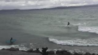 Ils surfent sur le lac de Neuchâtel