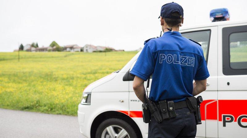 C'est tout d'abord une femme de 26 ans qui a heurté les câbles peu avant d'atterrir et a été violemment projetée au sol, indique la police lundi.