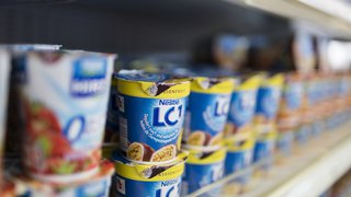Alimentation: les yaourts et les müeslis contiennent moins de sucre