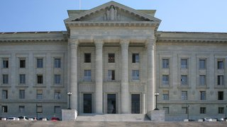 Le Tribunal fédéral demande la récusation de deux juges neuchâtelois