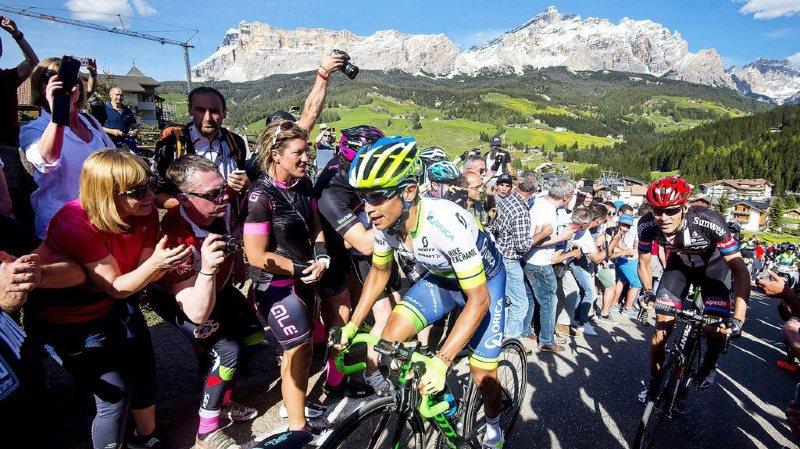 Tour d'Italie: le Colombien Esteban Chaves remporte la 6e étape sur l'Etna, Simon Yates en rose
