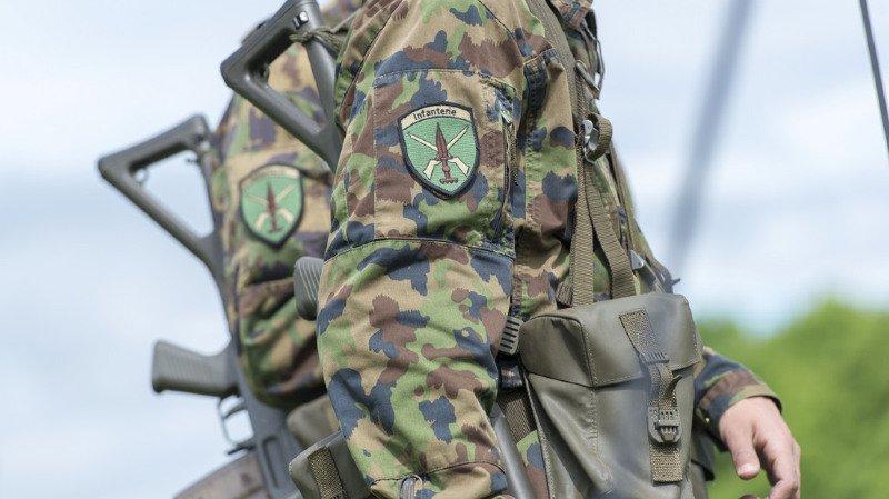 Armée suisse: 42 cas d'extrémisme, principalement de droite, signalés en 2017, djihadistes en net recul