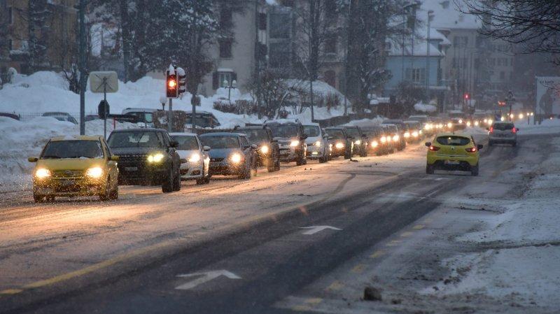 La ville du Locle, pourtant forte de 8000 postes de travail pour 10000 habitants, accuse une lourde perte des revenus fiscaux. Photo R Leuenberger
