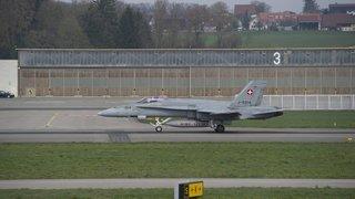 Deux avions franchissent le mur du son sur la ville de Neuchâtel