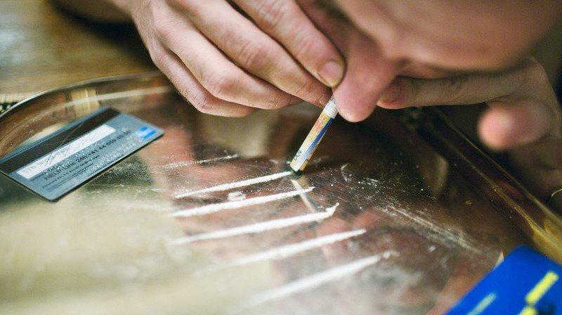 Environ 5 tonnes de cocaïne par année dans le nez des Suisses, selon une étude