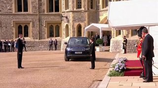 Donald Trump accueilli par Elizabeth II au château de Windsor