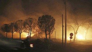 Grèce: des incendies meurtriers ravagent la région d'Athènes