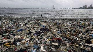 Environnement: la pêche provoque plus des deux tiers des gros déchets plastiques en mer