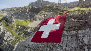 La réduction des pets des vaches, la mort d'un mannequin suisse et la disparition de la neige… l'actu suisse vue du reste du monde