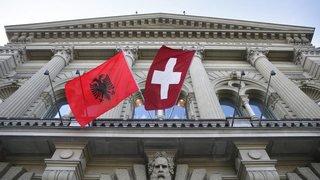 Un livre pour aider les Albanais dans la jungle du système juridique suisse