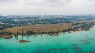 Ultimatum pour 17 chalets de la rive sud du lac de Neuchâtel