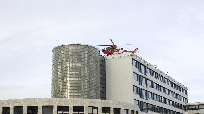 L'hélicoptère de la Rega a dû se poser à l'hôpital de La Chaux-de-Fonds plutôt qu'en pleine ville.