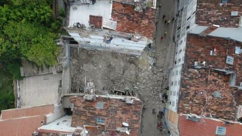 Bâtiments écroulés à Marseille: recherches suspendues pour détruire deux immeubles voisins