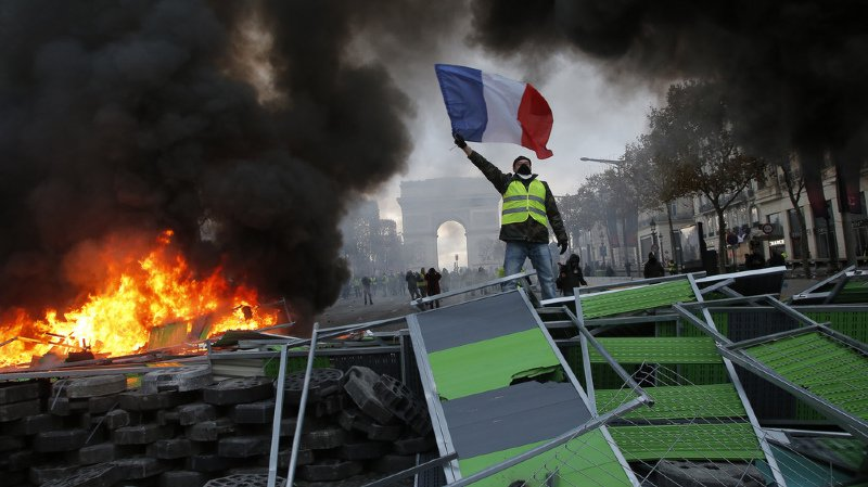 "France: 36'000 ""gilets jaunes"" mobilisés samedi, déjà 107 interpellations"