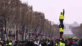 Gilets jaunes: 5e samedi tendu en France
