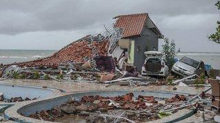 Un tsunami meurtrier frappe l'Indonésie