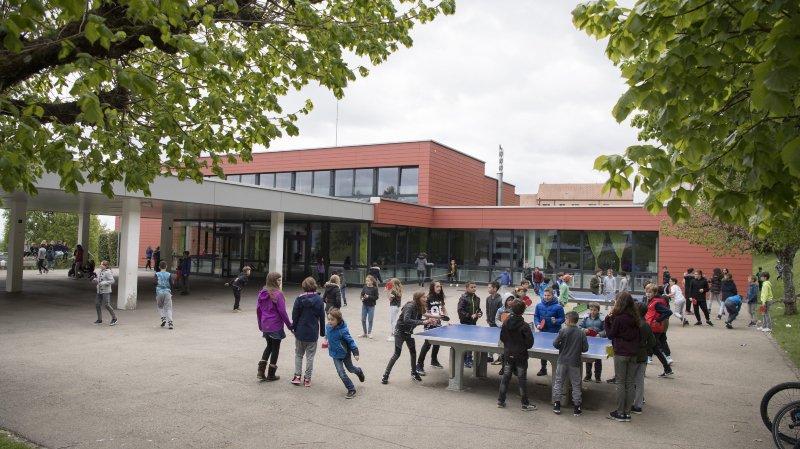 Plus de 2300 élèves fréquentent le Cercle scolaire de Val-de-Ruz, dont fait partie le collège de la Fontenelle, à Cernier.
