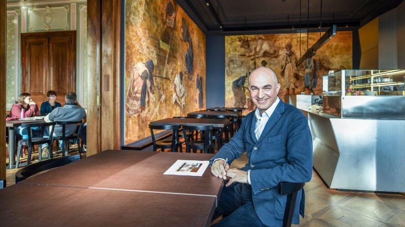 L'architecte Guido Pietrini dans le café distingué par patrimoine suisse.