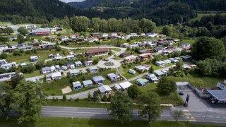 Un an de prison avec sursis pour avoir détruit les toilettes du camping des Brenets à la masse