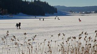 On peut marcher, mais plus patiner sur le lac des Taillères
