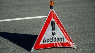 Saint-Aubin-Sauges: sans conducteur, une voiture termine sur le toit avec deux passagers à bord dont un enfant