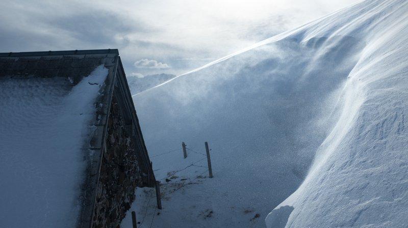 Météo: un front chaud et des vents tempétueux balaient la Suisse ce dimanche