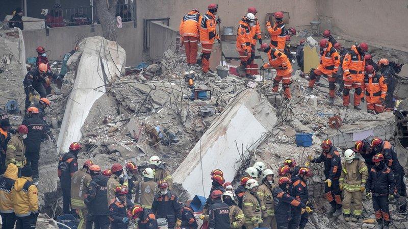 Turquie: le bilan de l'immeuble effondré à Istanbul monte à 21 morts