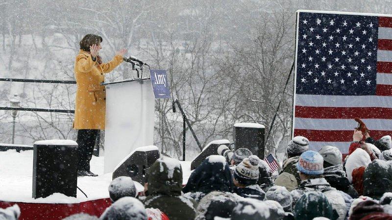 La sénatrice démocrate du Minnesota, Amy Klobuchar, a annoncé son entrée dans la course à la présidentielle américaine... sous le froid mordant de Minneapolis.