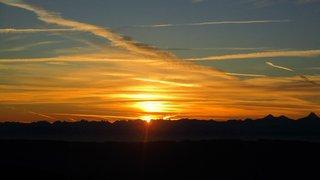 2. Le soleil apparaît sur les Alpes vers 7 h 40