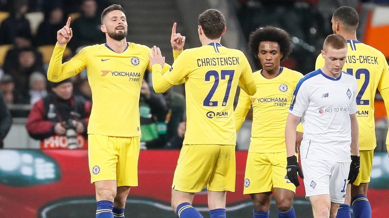 Olivier Giroud, à gauche, a marqué trois des cinq buts contre le Dynamo.