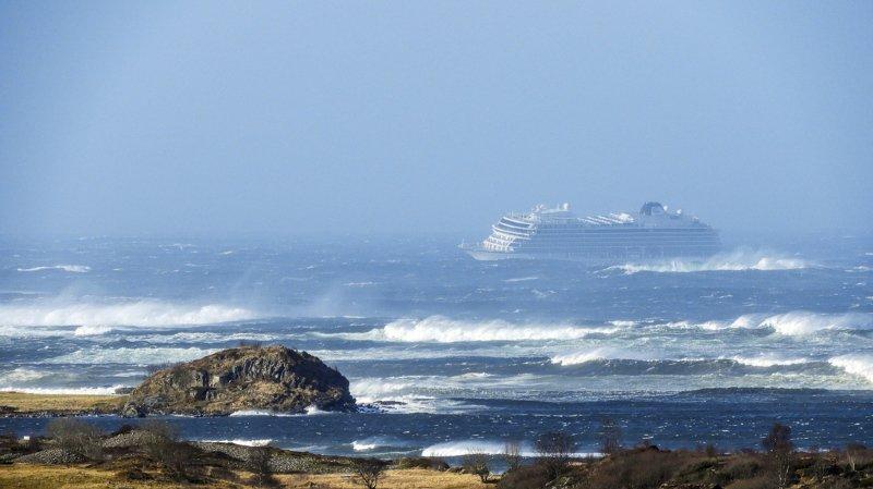 Norvège: le paquebot Viking Sky pris dans la tempête, plus de 1300 personnes évacués par hélicoptère