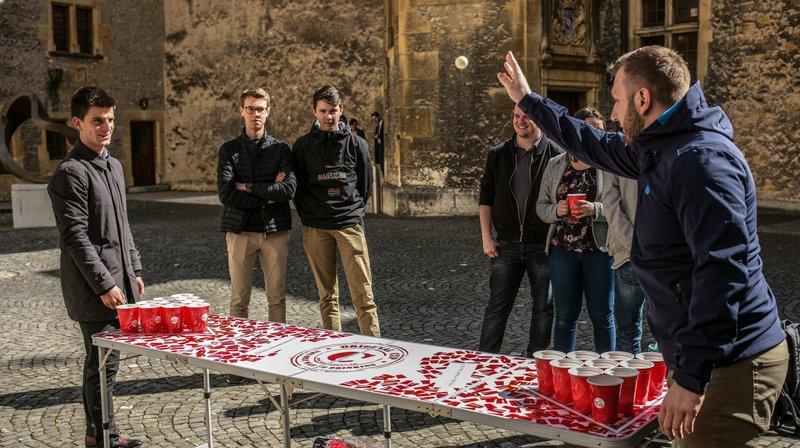 Un beer pong organisé dans la cour du Château pour séduire les députés