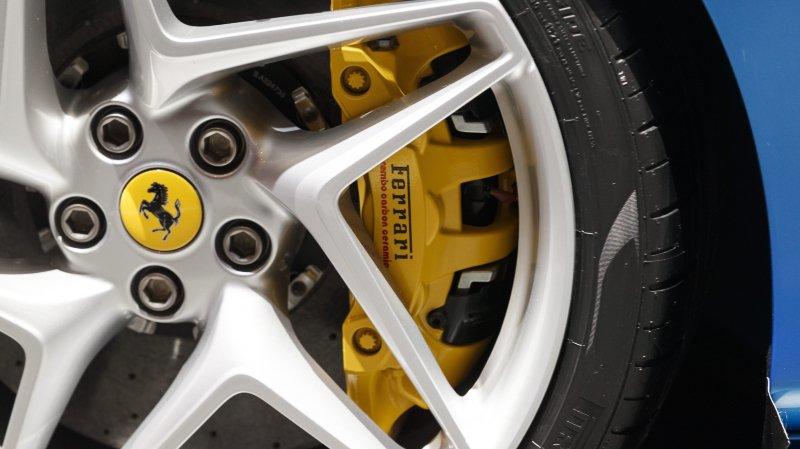 Le Locle: ils roulent en Ferrari et piquent près de 250'000 francs à l'aide sociale