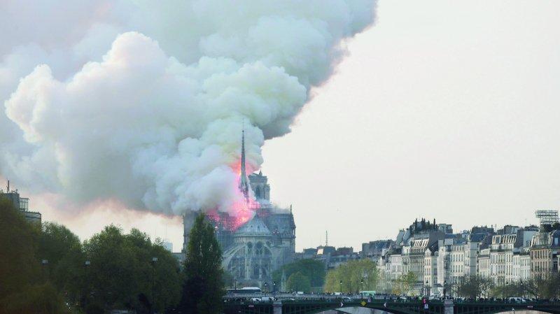 Notre-Dame de Paris dévorée par les flammes