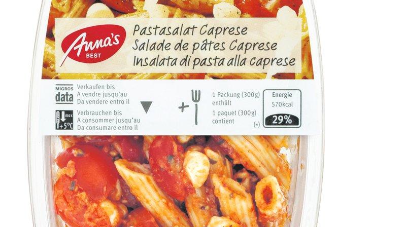 """La salade de pâtes Caprese """"Anna's Best"""" peut contenir des bouts de plastique blanc."""