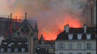 Le feu ravage la cathédrale Notre-Dame de Paris