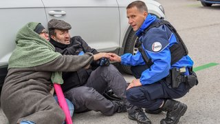 Val-de-Travers: quand la police et les étudiants du sanitaire se préparent aux fusillades