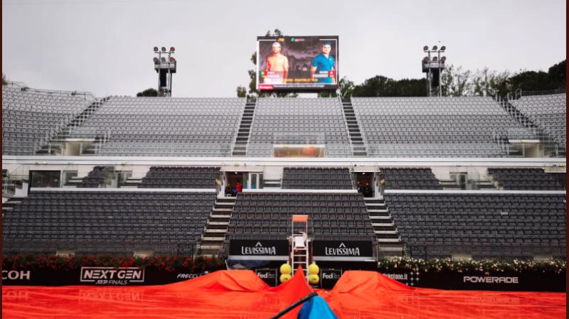 La pluie qui est tombé toute la journée à Rome, a empêché les matches de Federer et Bencic de se dérouler.