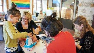 La Chaux-de-Fonds: la bibliothèque des jeunes sous le signe arc-en-ciel