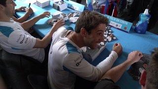 Formule E: ruée pour obtenir les autographes des pilotes
