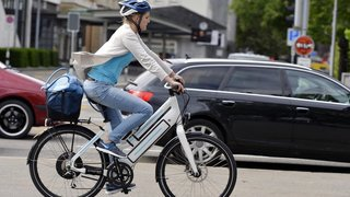Mobilité: 20 fois plus de vélos et de trottinettes électriques en 10 ans