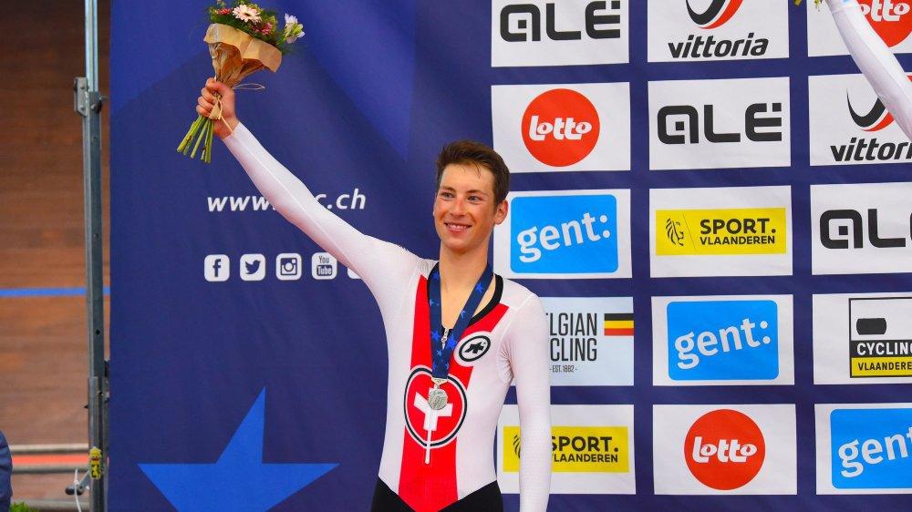 Valère Thiébaud avec sa médaille d'argent aux points.
