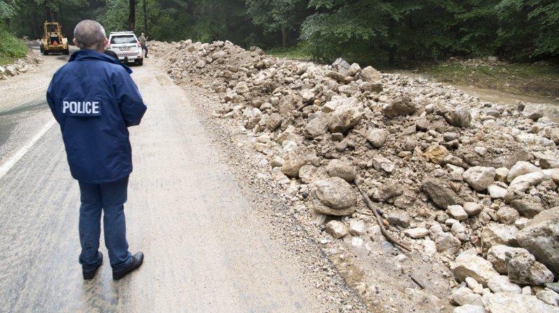 La route cantonale entre Villiers et Le Pâquier, au lendemain des intempéries.