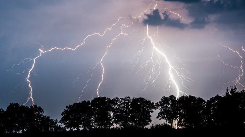 Les premiers orages devraient éclater cet après-midi.